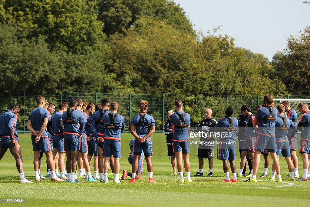 Tony Pulis the head coach / manager of West Bromwich Albion talks to his players during the training session during the West Bromwich Albion training session at West Bromwich Albion Training Ground on September 10, 2015 in Walsall, England.