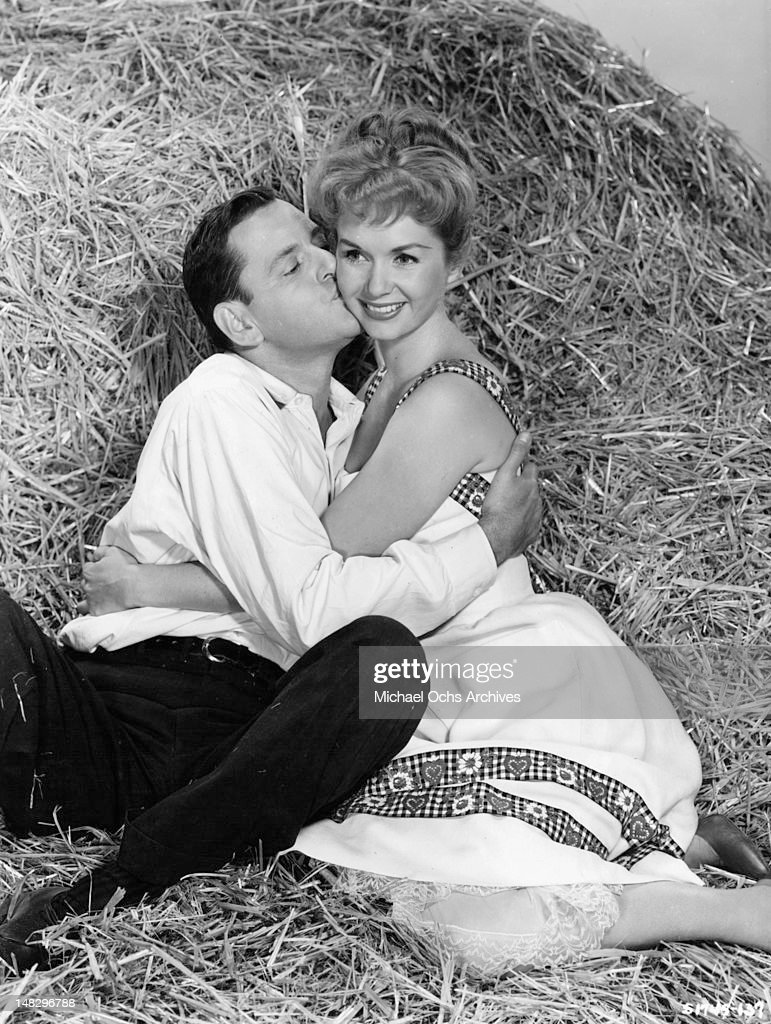 Tony Randall And Debbie Reynolds In 'The Mating Game' : News Photo