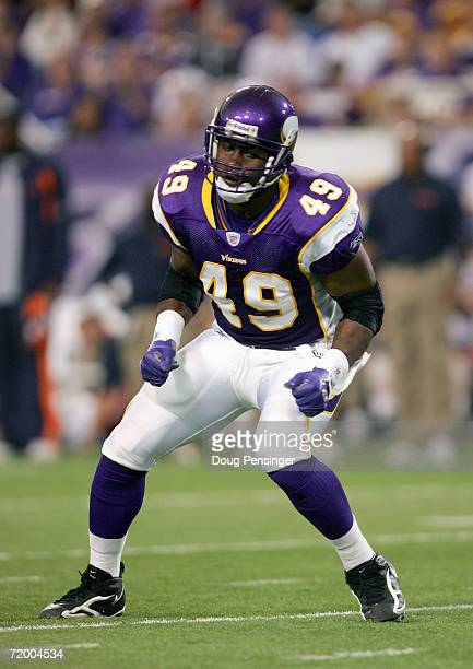 Tony Richardson of the Minnesota Vikings runs on the field during the game with the Chicago Bears September on 24 2006 at the Metrodome in...