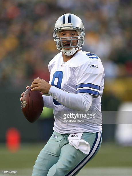 Tony Romo of the Dallas Cowboys looks for a receiver against the Green Bay Packers at Lambeau Field on November 15 2009 in Green Bay Wisconsin The...