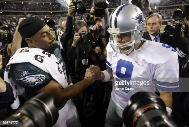 Tony Romo of the Dallas Cowboys shakes hands with Donovan McNabb of the Philadelphia Eagles after the Cowboys 34-14 victory against the Eagles in the...