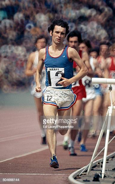 Tony Simmons leads in the men's 10000 metres event during the Olympic trials at Crystal Palace in London on 12th June 1976