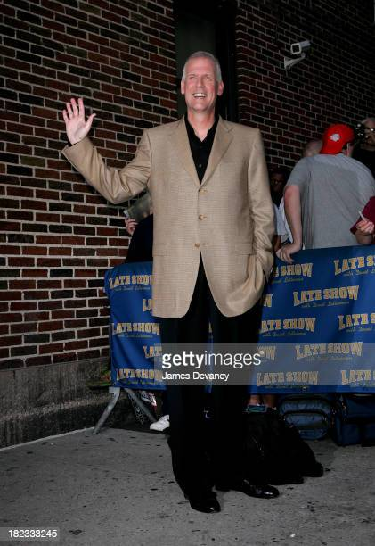 Tony Snow visits The Late Show with David Letterman on October 4, 2007 at the Ed Sullivan Theatre in New York City.