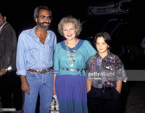 Tony Thomas Betty White and Billy Sullivan during An Evening Under the Harvest Moon Benefit September 26 1992 at Tree People Headquarters in Beverly...
