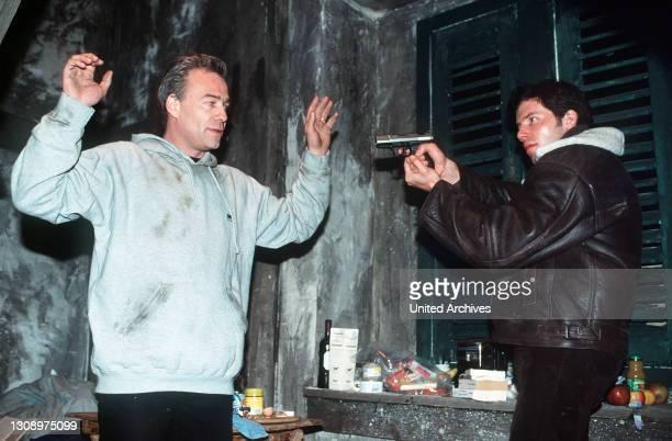 Tony Tremp und Ulf Danner sind erfolgreiche BKA-Mitarbeiter und stehen sich auch privat nahe - bis Danners Frau ums Leben kommt. Der Witwer glaubt an...