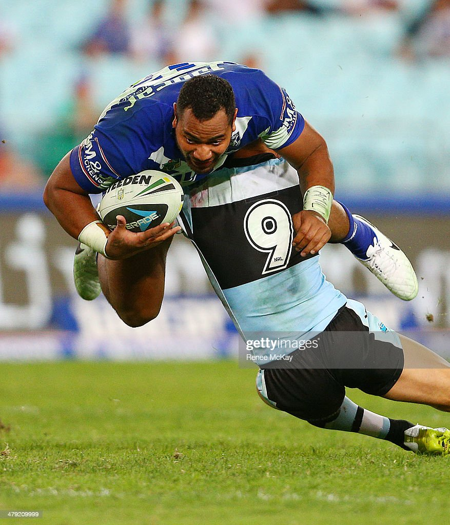 NRL Rd 2 - Bulldogs v Sharks : News Photo