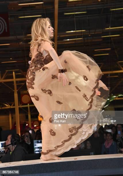 Tonya Kinzinger by Elise Martimort Hasnaa et Vincent Ferreira Hasnaa Ferreira walks the runway during the 'Salon Du Chocolat 2017 Chocolate Fair'...