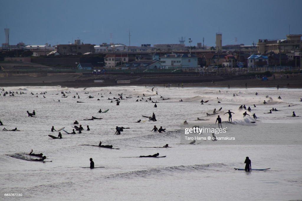 Too many surfers on the sunset beach : ストックフォト