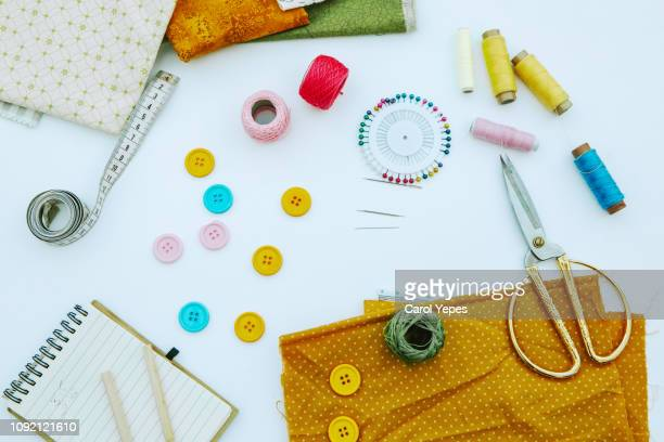 tools and accessories for sewing on grey rustic background. - 仕立て屋 ストックフォトと画像