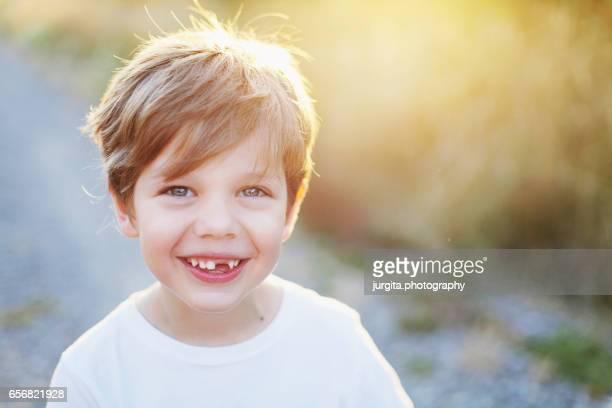 toothless smile - 4 5 jahre stock-fotos und bilder