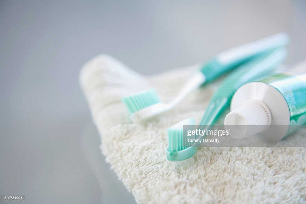 Toothpaste, tooth brushes and wash cloth : Stock-Foto