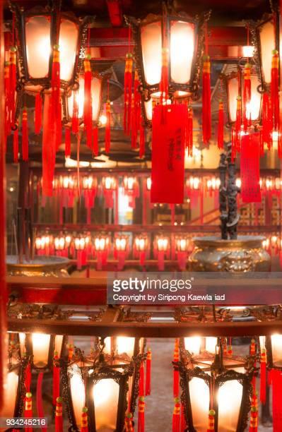 top and bottom row of the chinese style lanterns at man mo temple, hong kong. - 上環 ストックフォトと画像