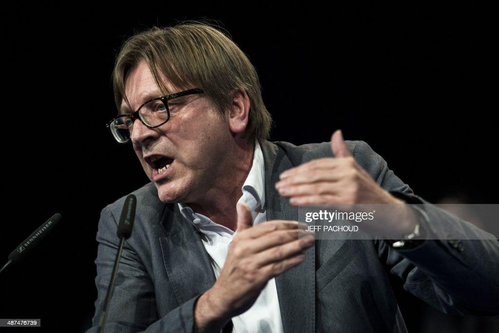 FRANCE-POLITICS-EU-VOTE-MODEM : News Photo