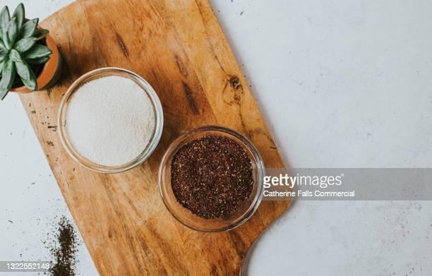 top down image of organic white sugar and a rosehip and hibiscus blend in glass bowls - sal de cozinha - fotografias e filmes do acervo