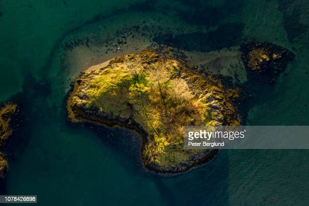 top down view of an small island in scotland - island stock pictures, royalty-free photos & images