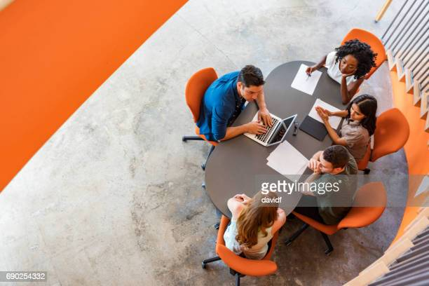 top down view of open plan business meeting - novo imagens e fotografias de stock