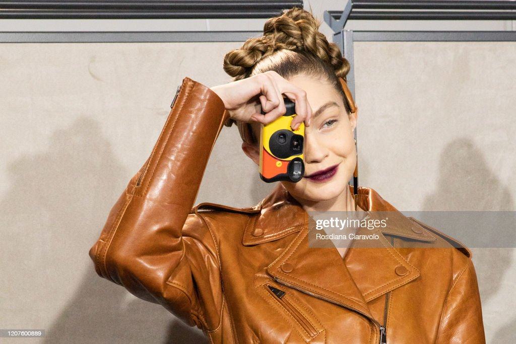 Fendi - Backstage - Milan Fashion Week Fall/Winter 2020-2021 : ニュース写真