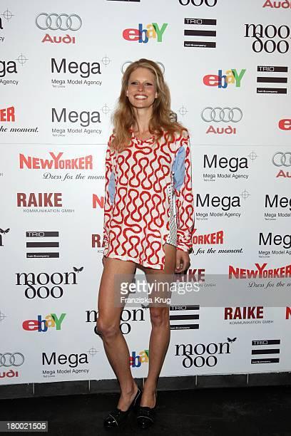 Top Model Hartje Andresen Mit Dem Kleid Von Vivienne Westwood Bei Der Sommerparty 'Charity Dance' Der Agentur Mega Models Im Moondoo In Hamburg