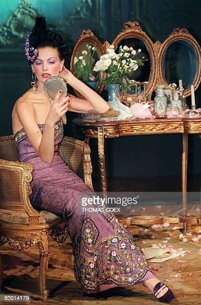 US top model Linda Evangelista displays 14 October an amethyst waffled crepe bustier dress designed by British stylist John Galliano for Christian...