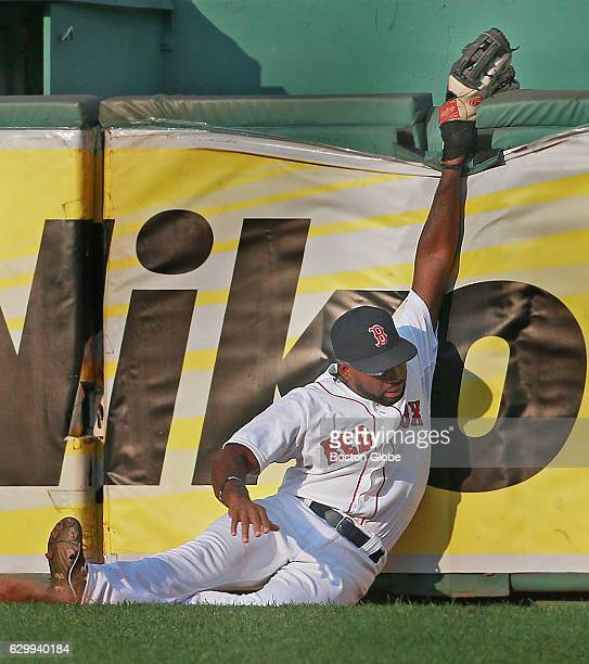 Top of the 5th inning solo home run into the Red Sox bullpen by Didi Gregorius is just out of the reach for Boston right fielder Jackie Bradley, Jr....