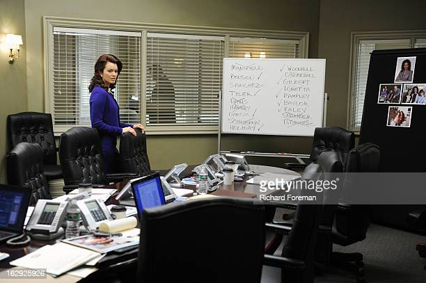 SCANDAL Top of the Hour Olivia finds herself in the middle of a media storm but this time she's on the opposing side of the oval office when Fitz's...