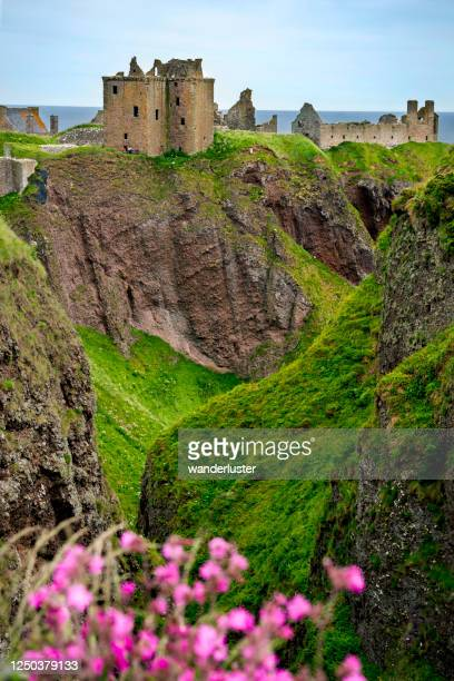 top ten castles in scotland - dunnottar castle stock pictures, royalty-free photos & images