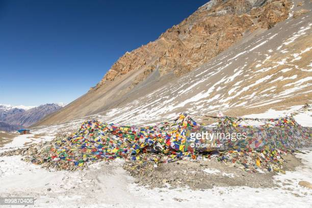 top the thorung la pass at 5416m on the annapurna circuit in nepal - didier marti stock photos and pictures