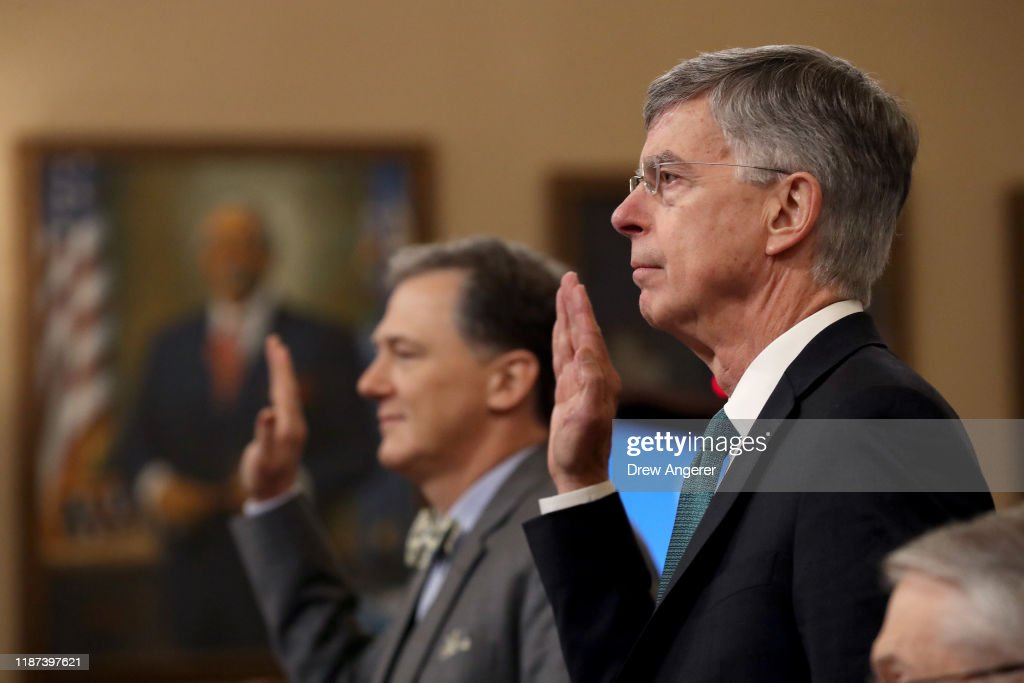 Amb. William Taylor And Deputy Assistant Secretary Of State George Kent Testify At Impeachment Hearing : Fotografía de noticias