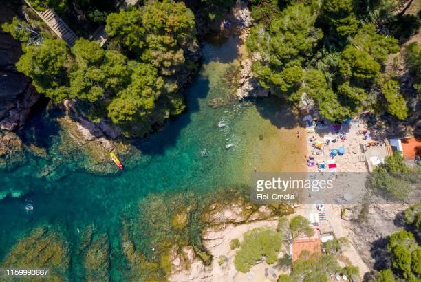 vista superior de la playa de aigua xelida en begur, costa brava, españa - provincia de gerona fotografías e imágenes de stock