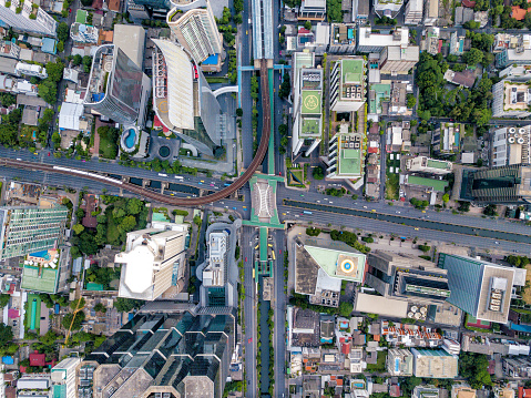 Top view of city road junctions in heart of business center on sathorn and silom district at Bangkok city Thailand. Aerial view of BTS Skytrain run into the smart city at Bangkok downtown in Thailand. - gettyimageskorea