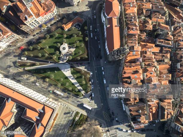 vista dall'alto della torre clerigos, porto, portogallo - oporto portogallo foto e immagini stock