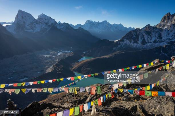 top view of gokyo ri in a morning sunrise, everest region, nepal - gokyo ri ストックフォトと画像