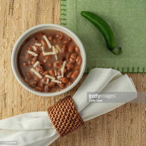 top view of pinto beans - pinto bean - fotografias e filmes do acervo