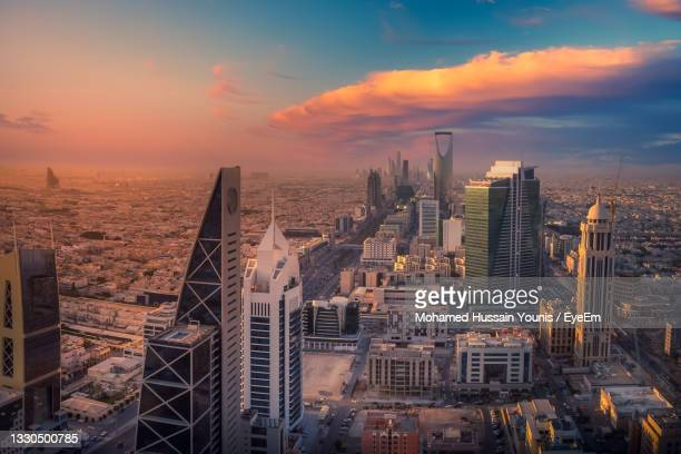top view of riyadh, the capital of saudi arabia, at sunset - riyadh stock pictures, royalty-free photos & images