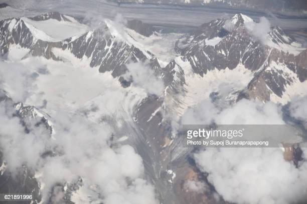 top view of the peak snow mountain in leh ladakh , india - etnia indo asiatica foto e immagini stock