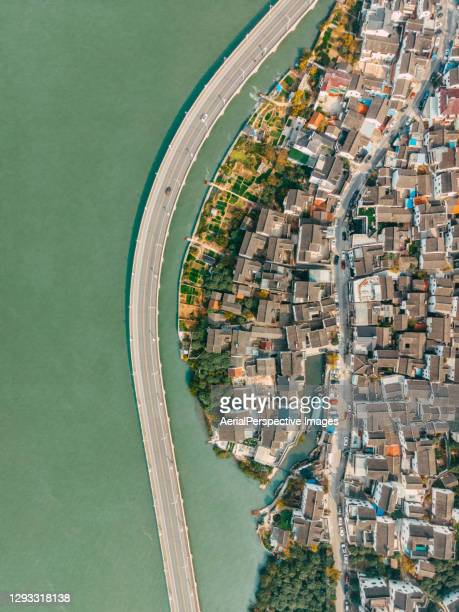 top view of traditional residential buildings in suzhou - province du jiangsu photos et images de collection