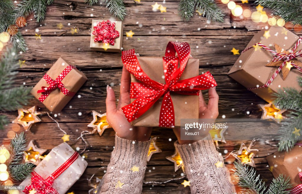 Top view of woman hands with gift box : Foto stock