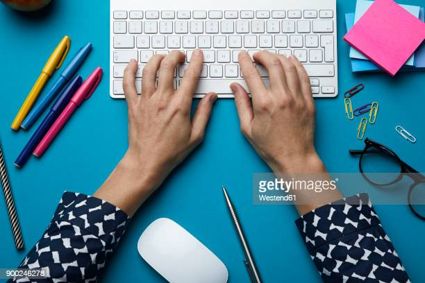 top view of woman using computer keyboard on desk - computertoetsenbord stockfoto's en -beelden
