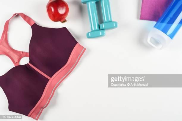 top view of woman workout gym accessories flat lay copy space - sostén fotografías e imágenes de stock