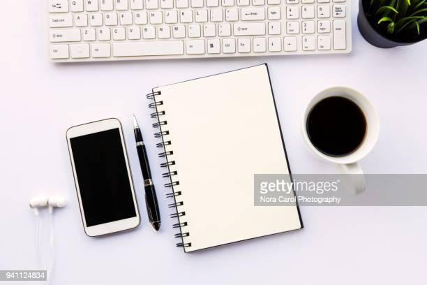 top view of workspace on white background - table top - fotografias e filmes do acervo