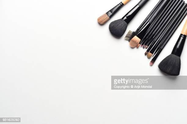 top view set of makeup brushes on white background work desk table flat lay copy space - bühnenschminke stock-fotos und bilder