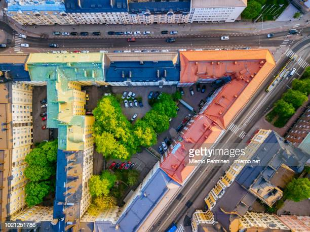 top-down view of streets, multi-colored rooftops and inner courtyards of old residential buildings in downtown helsinki - helsinki stockfoto's en -beelden