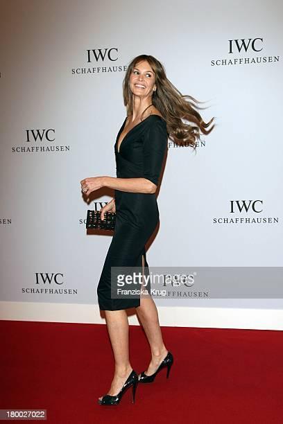 """Topmodel Elle Macpherson Bei Der 140 Jährigen Jubiläumsveranstaltung """"The Crossing"""" Von Iwc Schaffhausen In Der Arena Am Airport Genf Am 080408 ."""