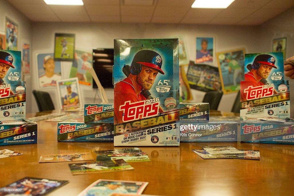 MLB All-Stars Carlos Beltran & Evan Longoria Open Topps Baseball Series 1 Cards : News Photo