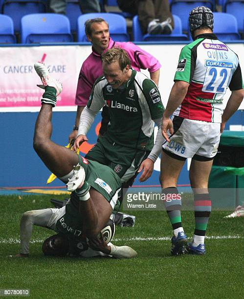 Topsy Ojo of London Irish dives over to score the winning try during the Guinness Premiership match between London Irish and Harlequins at the...