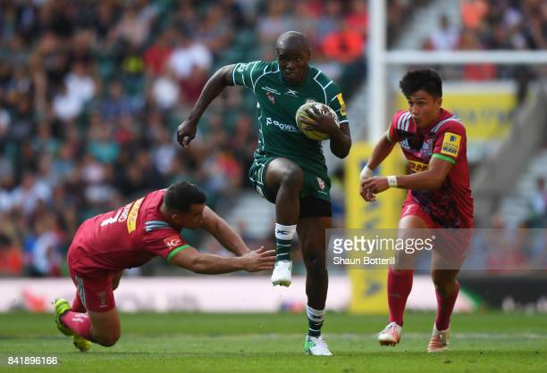 Topsy Ojo of London Irish evades Dave Ward and Marcus Smith of Harlequins during the Aviva Premiership match between London Irish and Harlequins at...