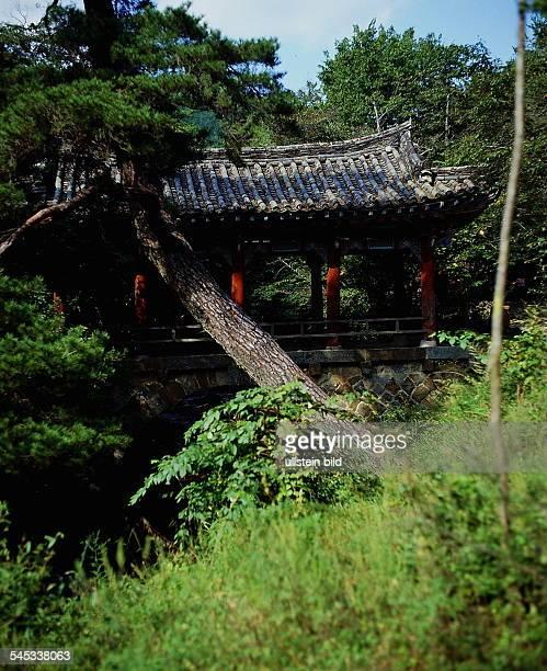 Tor im Park des Songkwang Klosters beiKwangju 1990