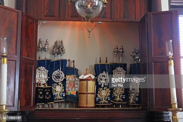 torahs in st. thomas synagogue - congregation beracha veshalom vegmiluth hasadim - ark stock pictures, royalty-free photos & images