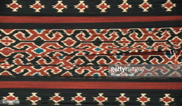 torajan ikat weaving - indonesian cloth 個照片及圖片檔