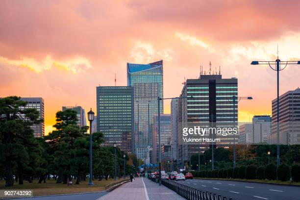 toranomon at dusk - townscape stock pictures, royalty-free photos & images